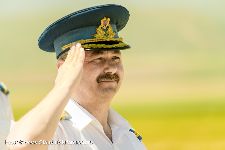 Colonel salutând